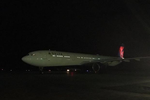 В небольшом городке Канады аварийно сел пассажирский самолет А-330