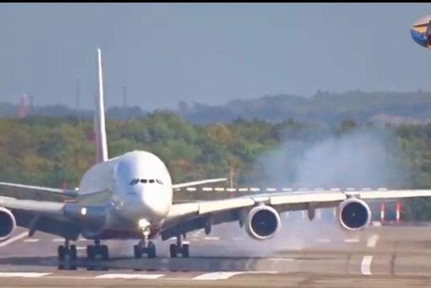 Опубликовано видео уникальной посадки A380 во время урагана «Ксавьер»
