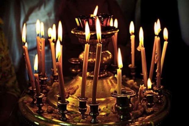 Церковна свічка і очищення енергетики квартири. Як правильно робити