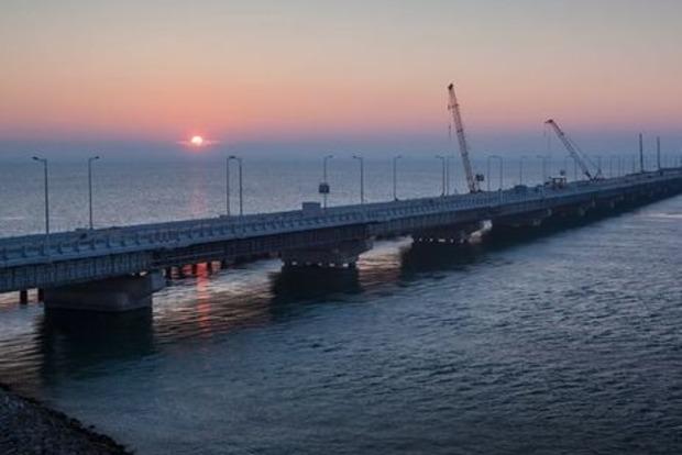 Окупанти запустили рух по під'їзній дорозі до Кримського мосту