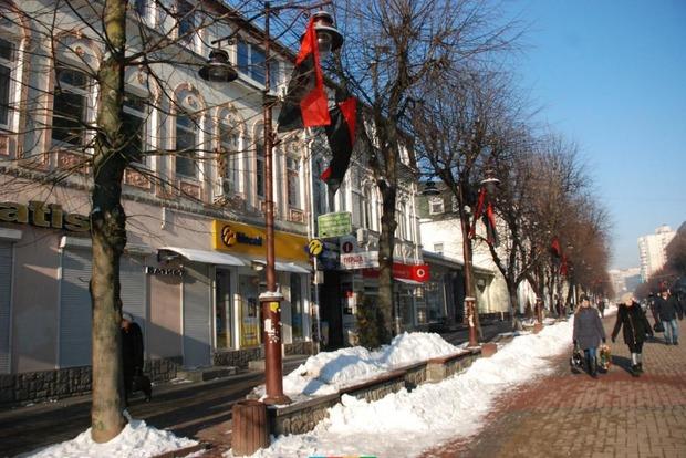 В центре Хмельницкого вывесили красно-черные флаги