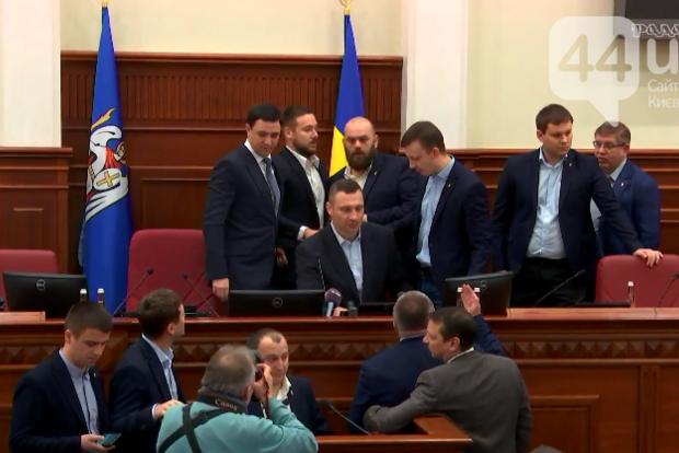 В Киевсовете депутаты сорвали заседание