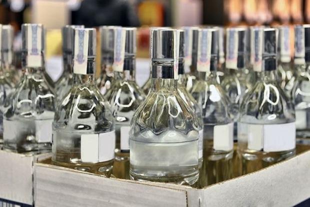 Тука снял запрет Москаля на продажу алкоголя