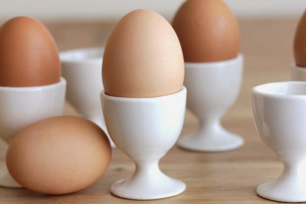 Физика к завтраку. Лайфхак как правильно варить яйца, чтобы они легко чистились