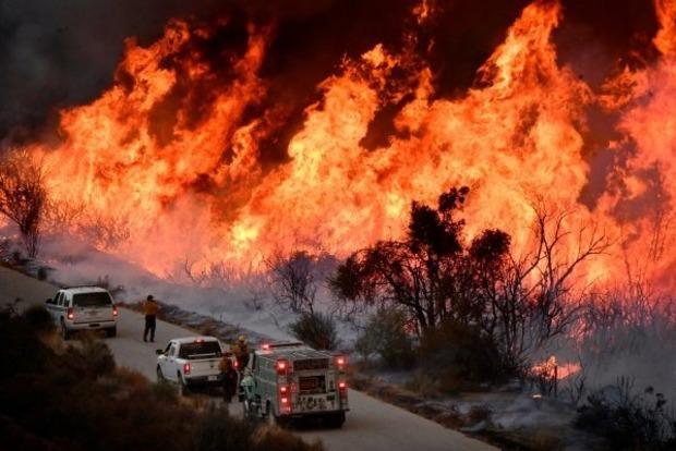 Жертвами лісових пожеж в Каліфорнії стали 9 осіб, 35 - зникли без вісти