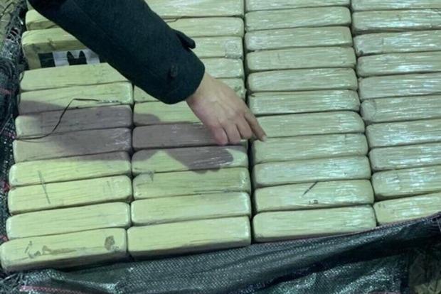В контейнере с бананами нашли более 250 кг кокаина