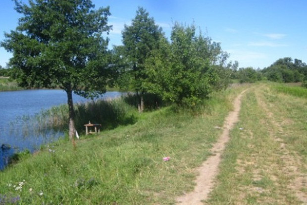 В Житомирской области местный житель выстрелил заезжему рыбаку в пах