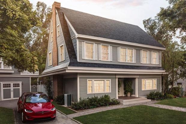Tesla открыла предзаказ на «солнечную крышу»