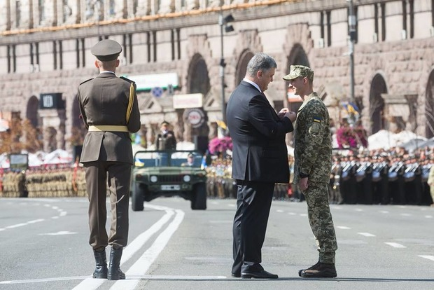 Порошенко: 200 тыс. военных прошли 6 волн мобилизации, 130 тыс. зачислены в резерв