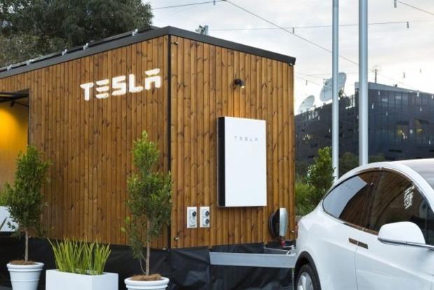 Tesla построила «домик наколесах» для рекламы чистой энергии