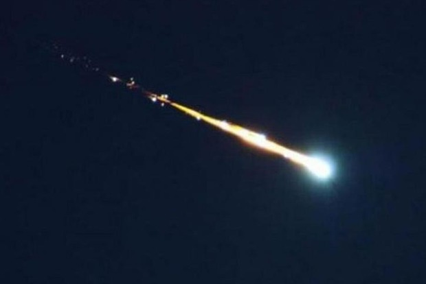 В США засняли на видео огромный горящий метеорит