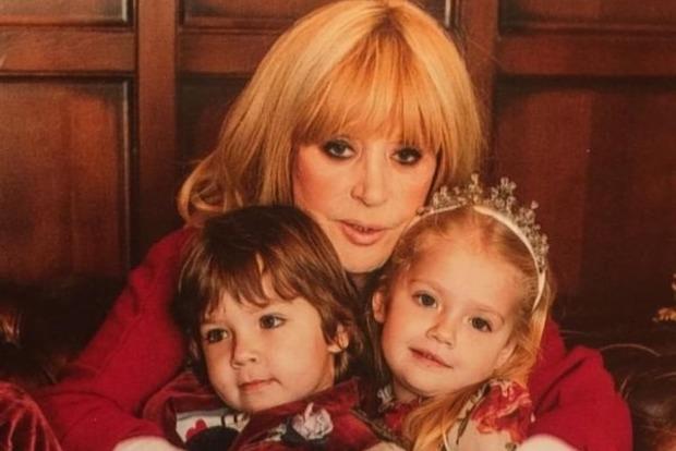 Здала з потрохами: донька Пугачової зізналася, що мама їсть солодке