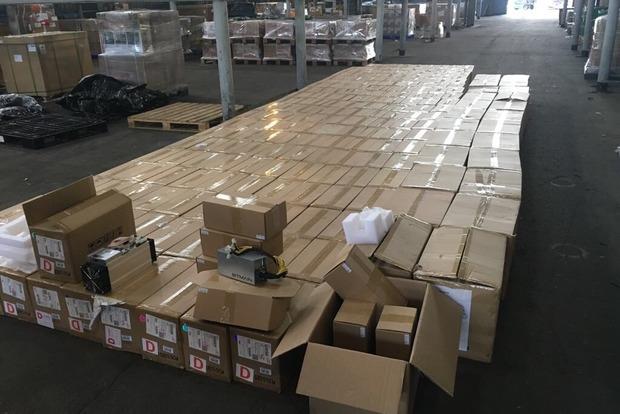 У «Борисполі» затримали партію двох сотень пристроїв для майнінгу Bitcoin