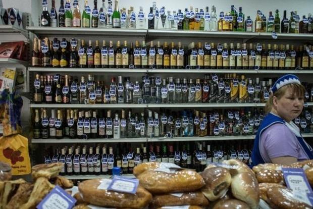 Натуральный белок: в Крым поставляют российские консервы с глистами