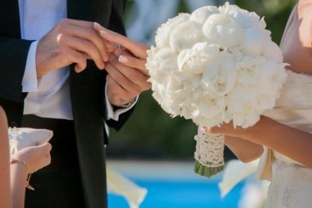 Народный депутат, который развелся на прошлой неделе, уже женился на любовнице
