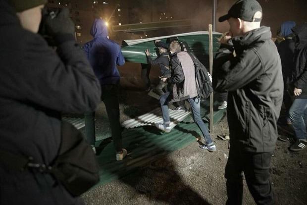 В Киеве в ходе протеста против строительства АЗС пострадали 14 человек