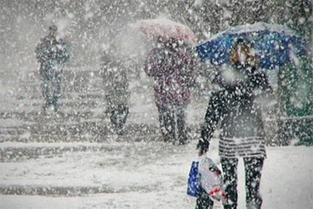 Спасатели предупреждают о налипали мокрого снега в ряде областей