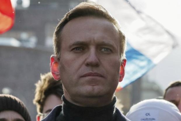 Состояние Навального после перелета остается стабильным, - Reuters