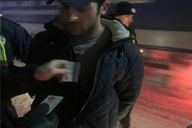 Иностранцы в Киеве ударили ножом таксиста и угнали его Toyota