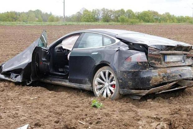 Автопилот у Tesla оказался просто фейком. Доказано экспертами