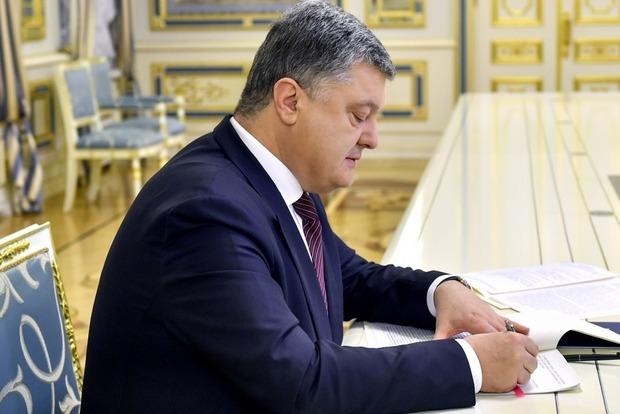 Порошенко разрешил военнослужащим досрочно разрывать контракт с ВСУ