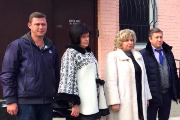 Лутковская встретилась с несколькими узниками в Крыму