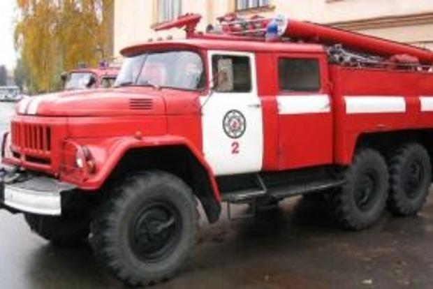 Потужна пожежа в Донецьку: палають склади на шахтах