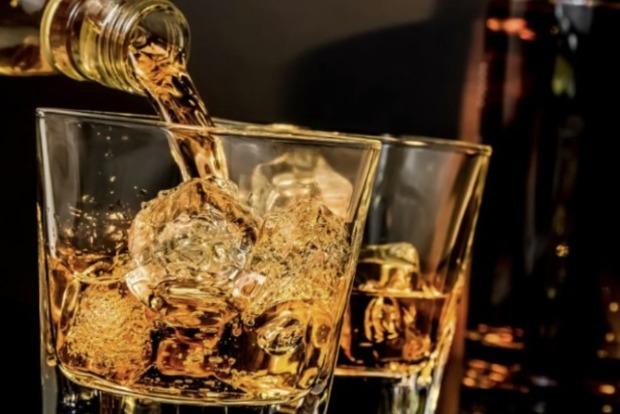 Вчені з'ясували, кому і в якому віці небезпечніше за все вживати алкоголь