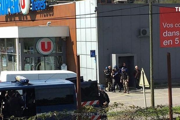 Терорист ІДІЛ уФранції захопив магазин і вбив двох заручників
