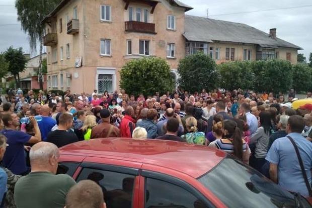 Жители села под Харьковом подняли бунт из-за убитого активиста. Полиция спускает дело на тормозах
