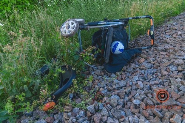 В Днепре поезд сбил ребенка в коляске