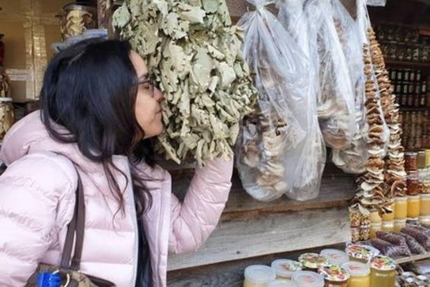 Звезда Рабыни Изауры купила карпатских грибов и показала релакс в купальнике