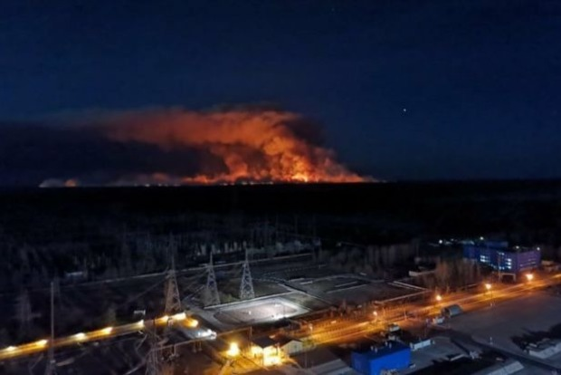 Пожар в Чернобыльской зоне добрался до Припяти и приближается к хранилищам радиоактивных отходов