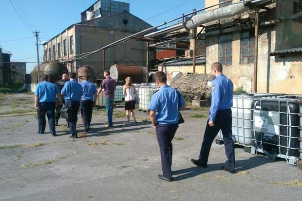 ГФС проводит обыски на 27 спиртзаводах