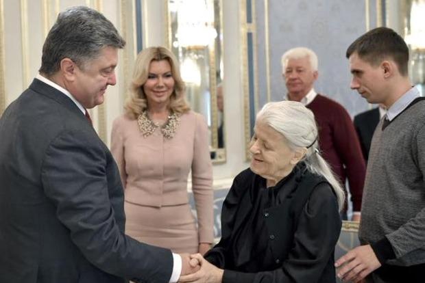 Украинскому народу вручили уникальную коллекцию