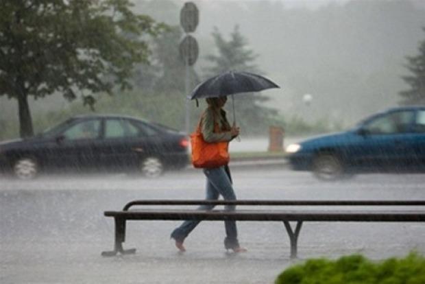 Завтра по всей Украине похолодает и пройдут дожди с грозами