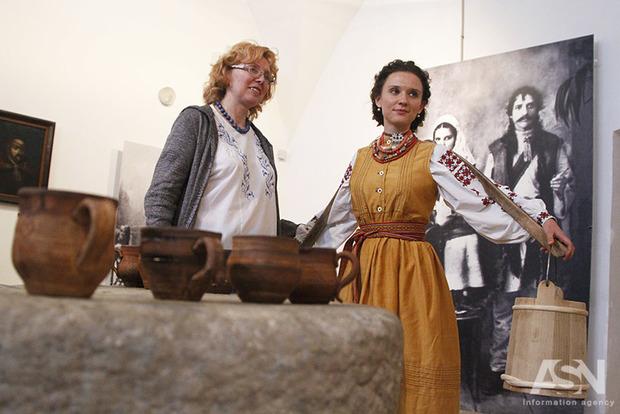 Экспонаты в музее им. Гончара ожили и запели