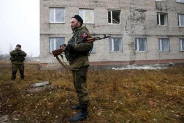 АТО: Боевики совершают провокации, стреляя возле Песков по своим