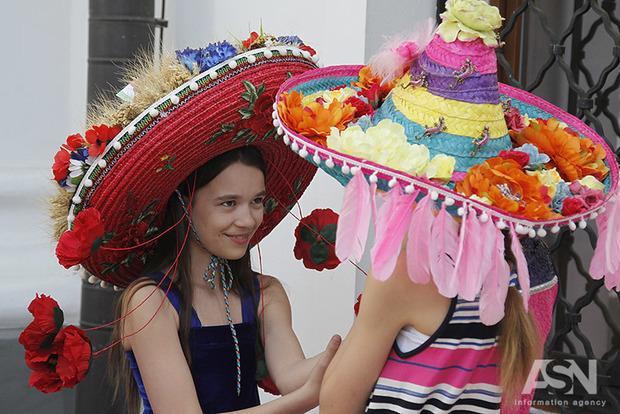 Разом зі спекою в Київ прийшла маленька Мексика