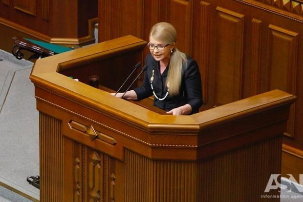 Тимошенко грозит судом и требует зарегистрировать проект постановления об отставке Гройсмана