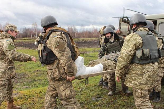 Штаб: Боевики 25 раз обстреляли позиции сил АТО, 2 военных ранены
