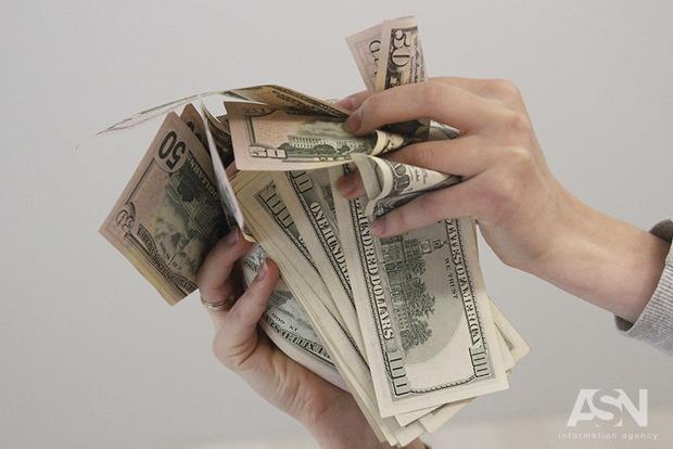 Трое самых богатых украинцев накопили сумму, равную 6% ВВП нашей страны