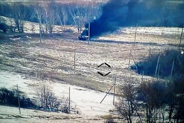 У мережі виклали фото знищення авто бойовиків на Донбасі