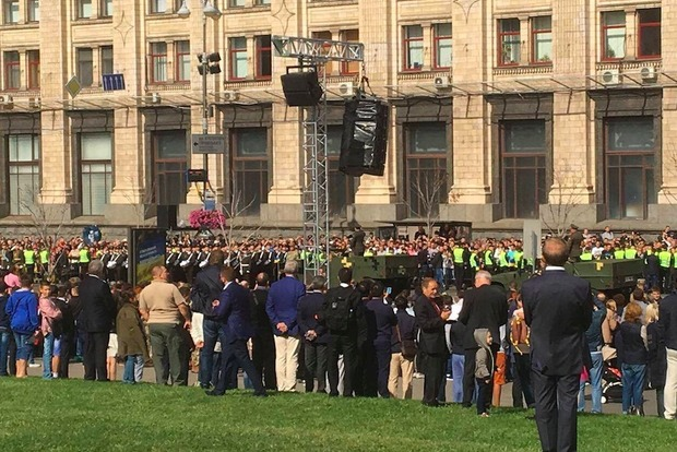 Память более 10 тыс. погибших в войне с РФ почтили участники парада в Киеве