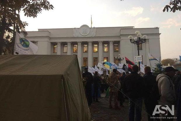 Протестующие останутся под Радой в палатках, акцию продолжат в четверг