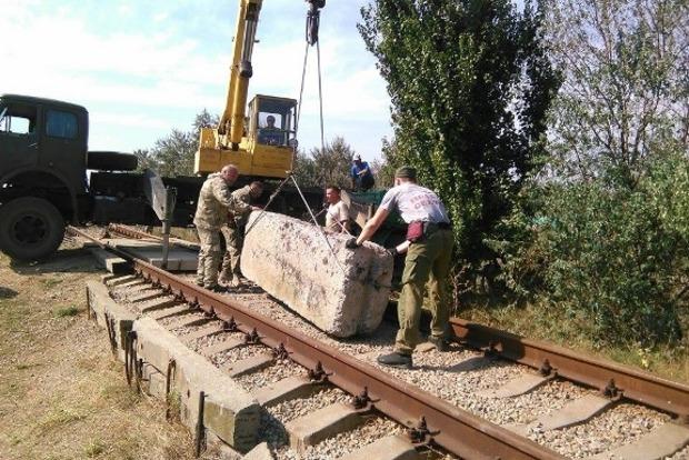 «Правый сектор» заблокировал железную дорогу к крымскому заводу Фирташа