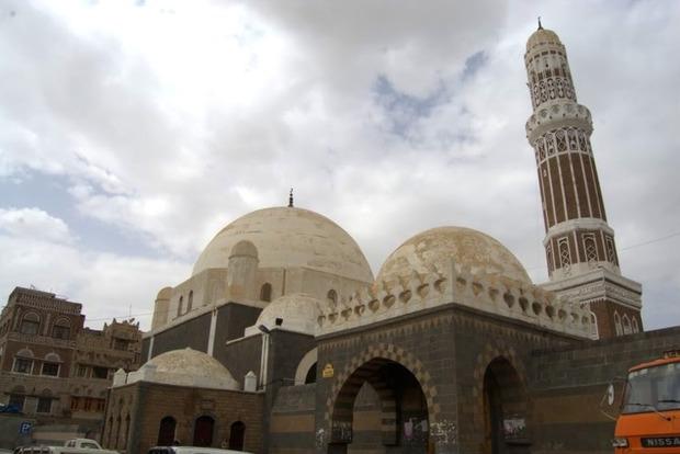 В Йемене в результате атаки на мечеть погибло 34 человека