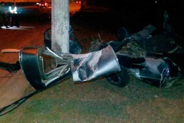 В Мариуполе машину военных разорвало пополам, есть жертвы