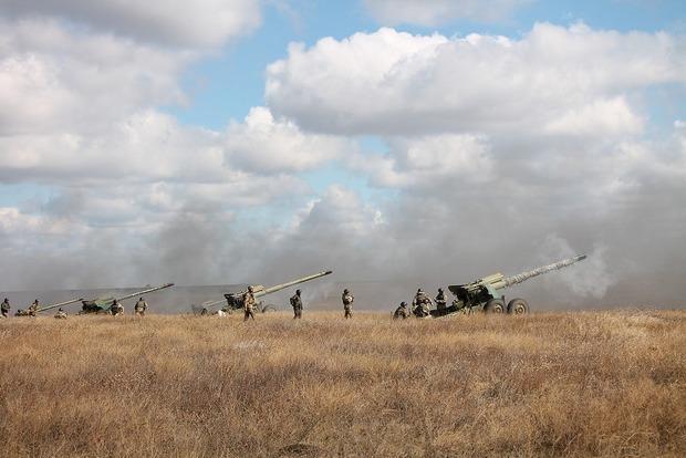 На Донбассе боевики обстреливали позиции ВСУ на всех направлениях, – штаб АТО