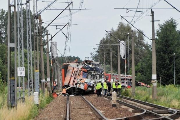 Чудовищная трагедия в Польше: столкнулись автобус и пассажирский поезд, есть жертвы